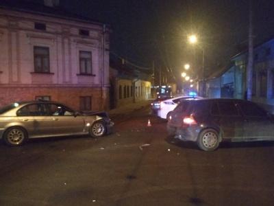 В Черновцах пьяный водитель на BMW врезался в Volkswagen