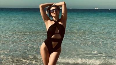 MARUV розбурхала шанувальників пікантним пляжними фото