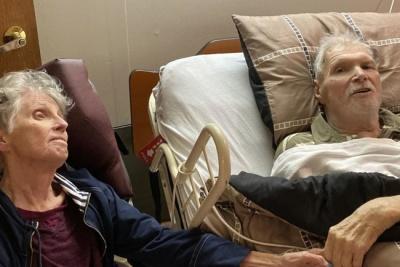 Познайомилися в автобусі: пара померла в один день після 65 років шлюбу