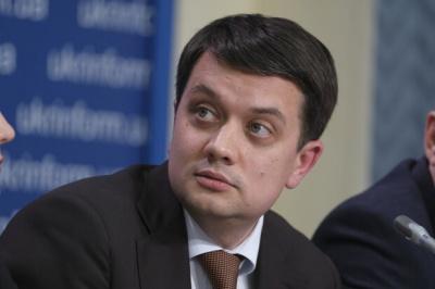 Разумков виступає проти збільшення зарплат нардепам і чиновникам