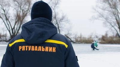 """У Чернівцях рятувальники попередили про тонку кригу на озері парку """"Жовтневий"""""""