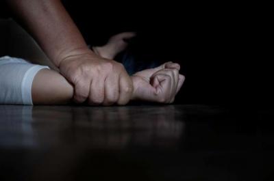Познайомились в Інтернеті: у Чернівцях поліція розслідує ймовірне зґвалтування дівчини