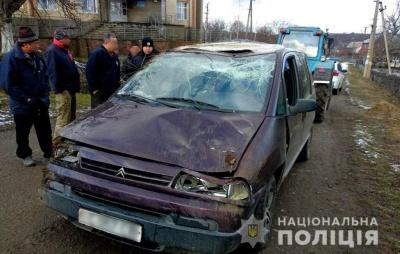 На Буковині автівка злетіла в кювет – одна пасажирка травмована