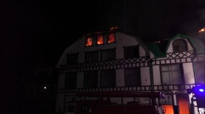 Гостей евакуйовували посеред ночі: деталі масштабної пожежі у Новоселиці