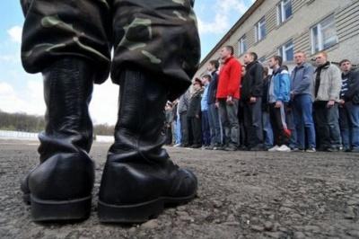 З речами на вихід: У Києві 12-річний школяр отримав повістку в армію
