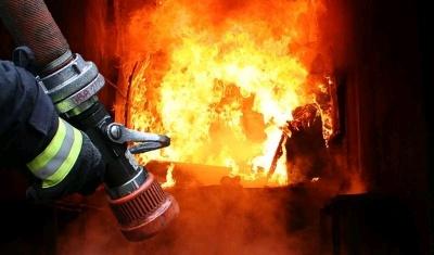 У Чернівцях горіла будівля на Максимовича: рятувальники виявили тіло невідомого чоловіка