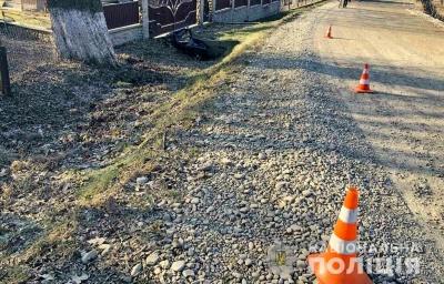 Врізався в бетонну огорожу: на Буковині в ДТП загинув водій мопеда