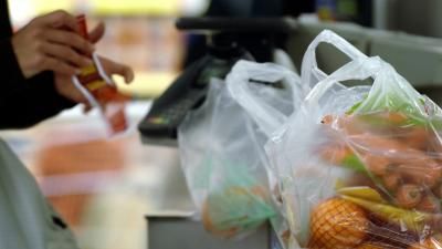 Нардепів закликають прискорити заборону на використання пластикових пакетів