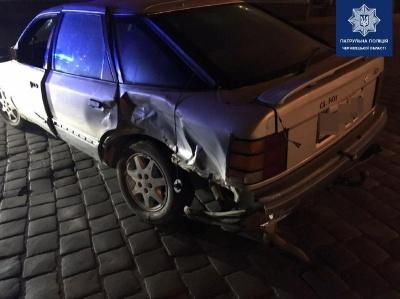 Вночі в центрі Чернівців п'яний водій зіткнувся з таксі й намагався втекти