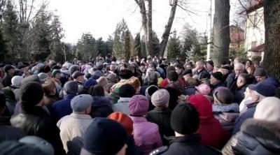 «Не будемо мати, де лікуватись»: на Буковині протестують через закриття лікарні