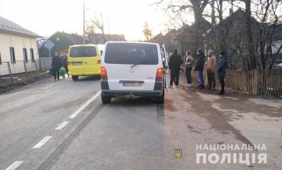 У селі на Буковині мікроавтобус збив велосипедиста