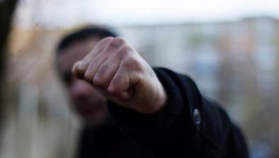 У Чернівцях неповнолітні брати побили і пограбували двох людей