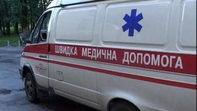 У Чернівцях чоловік впав зі сходів і важко травмував голову: постраждалий у комі