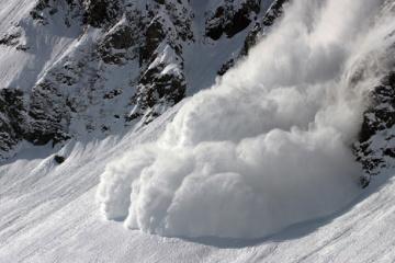 На понеділок в Україні оголосили штормове попередження. Рятувальники попереджають про сніголавинну небезпеку