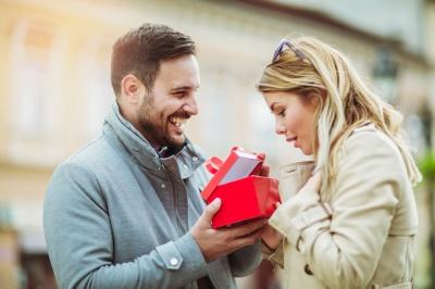 Ідеї подарунків дівчині та дружині на день Валентина