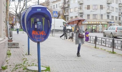 В Україні припинили працювати таксофони