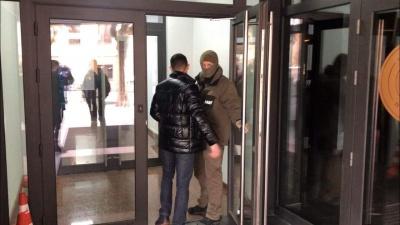 У Чернівцях у офіс-центрі, де знаходиться канал ТВА, працює НАБУ – фото