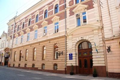 Суд зобов'язав фірму сестри Продана сплатити Чернівецькій міськраді понад мільйон за землю