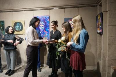 «Малюю усе життя»: у Чернівцях відкрилася виставка студентів Вижницького коледжу мистецтв