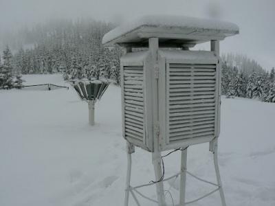 У Карпатах подекуди сніговий покрив сягнув 1,2 м