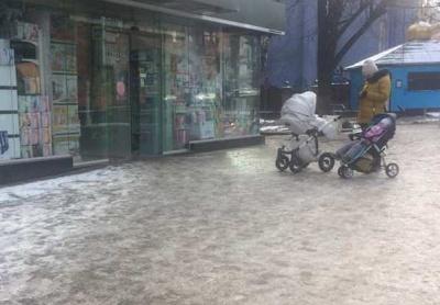 У Чернівцях майже 30 підприємців отримали штрафи через слизькі тротуари і сходи