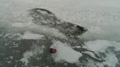 На Львівщині четверо рибалок провалились під лід, один помер