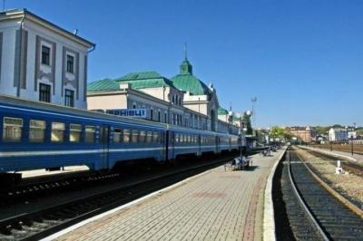 Укрзалізниця призначила два додаткові поїзди до Чернівців до 8 березня