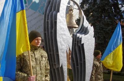 «Не можемо звикнути без нього»: у Чернівцях вшанували пам'ять Владислава Трепка, який 5 років тому загинув у АТО
