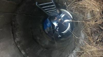 На Буковині чоловік впав у 6-метровий колодязь, він в реанімації