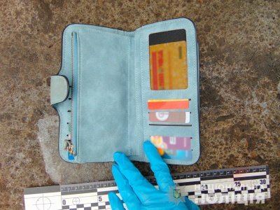У Чернівцях поліція затримала чоловіка, який вкрав гаманець у пасажирки автобуса