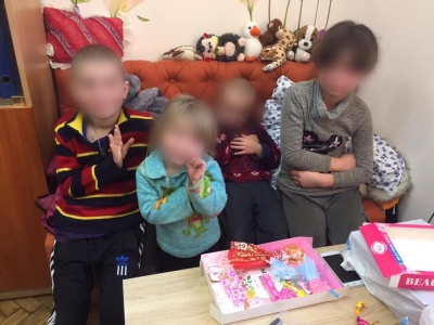 У Чернівцях у горе-батьків вилучили 4 дітей через жахливі умови проживання