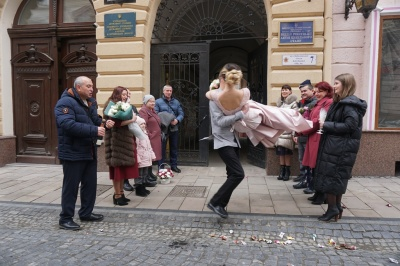 День усіх закоханих: у Чернівцях сьогодні уклала шлюб 21 пара – фото