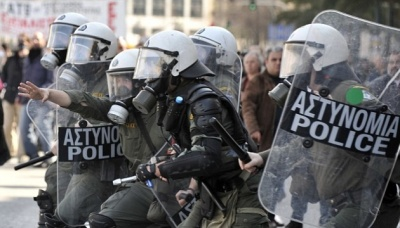 Внаслідок стрілянини у центрі Афін поліція затримала понад сотню підозрюваних