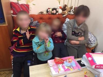 Хабарі у міграційній службі та горе-батьки. Головні новини 14 лютого