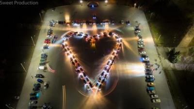У Запоріжжі створили серце з десятків автомобілів: вражаюче фото