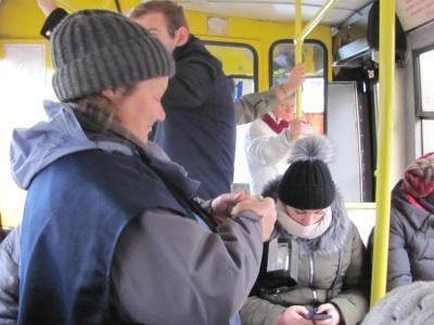 «Втупилися у мобільники, ніби зомбовані». Блог Надії Будної