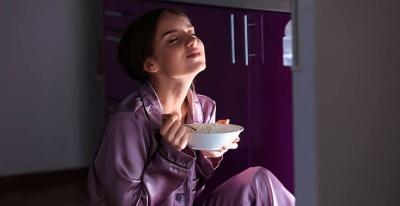 Медики перерахували, що небажано їсти перед сном