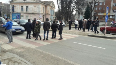 Група чернівчан перекрила рух на проспекті: протестують через відключення газу - оновлено