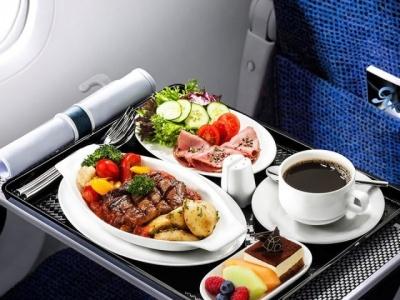 Пасажирам літака «Чернівці–Київ» почали продавати снеки й алкоголь