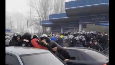 На Полтавщині сталися сутички жителів із Нацгвардією через евакуйованих з Китаю українців