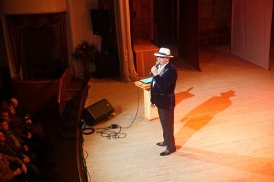 Аплодировали стоя: в Черновцах состоялся концерт Иона Суручану - фото
