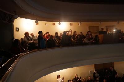 Аплодували стоячи: у Чернівцях відбувся концерт Іона Суручану - фото