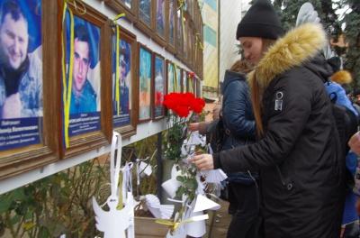 Чернівці приєдналися до Всеукраїнської тихої акції «Ангели пам'яті» - фото