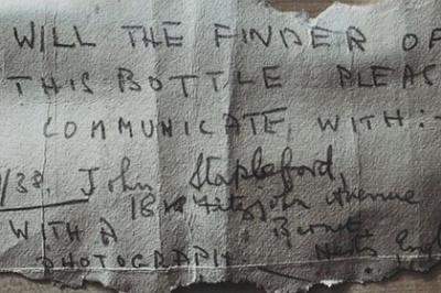 Чоловік, гуляючи з собакою, знайшов послання в пляшці 82-річної давнини