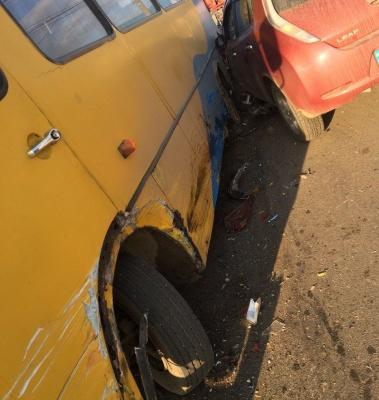 ДТП у Чернівцях: на Дріжджзаводі зіткнулись маршрутка і легковик