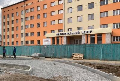 Як облаштовують благоустрій Чернівецького перинатального центру – фото