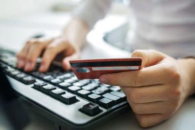 Викрадають гроші з карток та ошукують в інтернеті: про найпоширеніші види шахрайства на Буковині