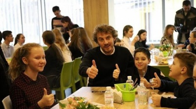 Відомий кухар Євген Клопотенко просить підтримати Нове шкільне меню