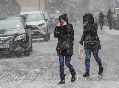 Дощі, сніг та сильний вітер: в Україні оголосили штормове попередження