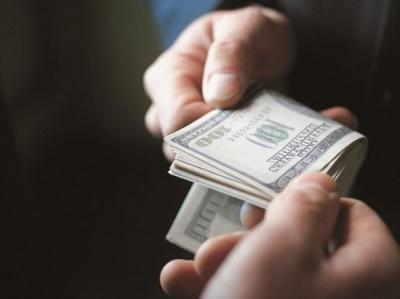 У Чернівцях слідчий поліції вимагав 500 доларів хабара